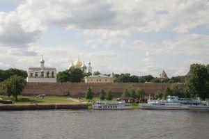 Новгородский кремль на берегу Волхова